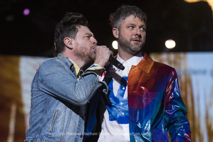 Yann Perreau et Pierre Lapointe chantent sur scène lors de la fête nationale du Québec sur les Plaines d'Abraham à Québec le 23 juin 2019. Photo Francis Vachon pour Le Devoir.