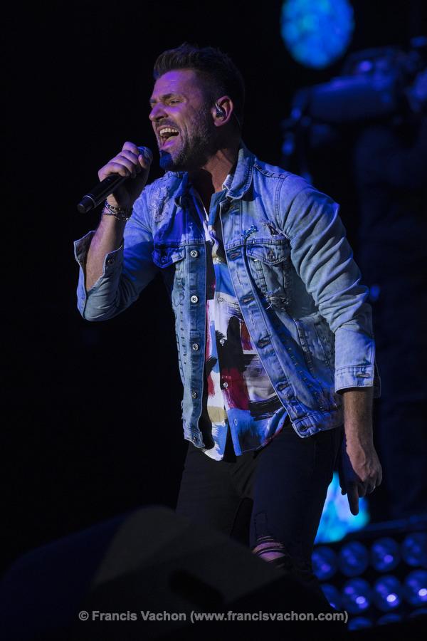 Marc Dupré chante sur scène lors de la fête nationale du Québec sur les Plaines d'Abraham à Québec le 23 juin 2019. Photo Francis Vachon pour Le Devoir.