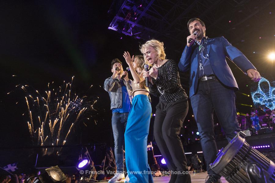 Yann Perreau, Brigitte Boisjoli, Martine St-Clair et Damien Robitaille chantent sur scène lors de la fête nationale du Québec sur les Plaines d'Abraham à Québec le 23 juin 2019. Photo Francis Vachon pour Le Devoir.