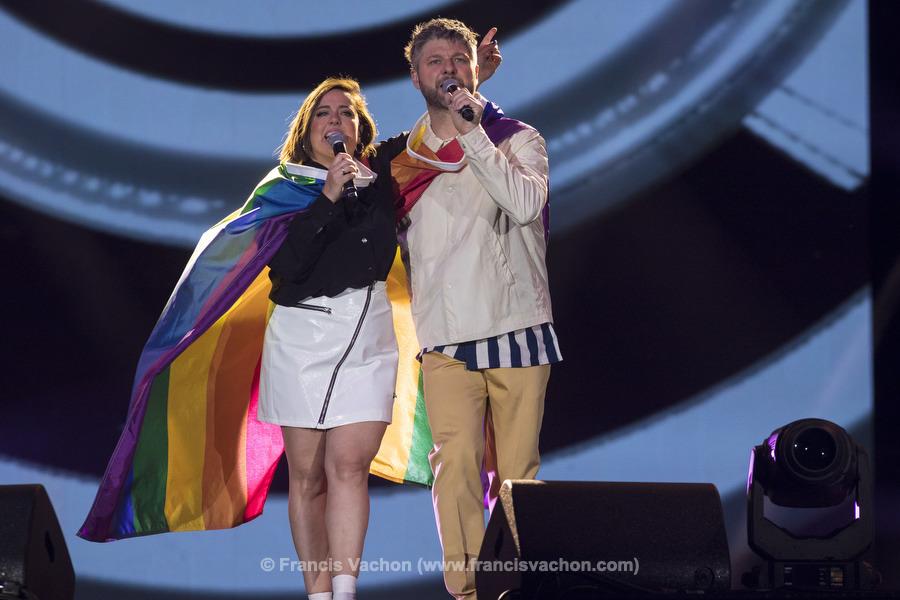 Ariane Moffatt et Pierre Lapointe chantent sur scène lors de la fête nationale diu Québec sur les Plaines d'Abraham à Québec le 23 juin 2019. Photo Francis Vachon pour Le Devoir.