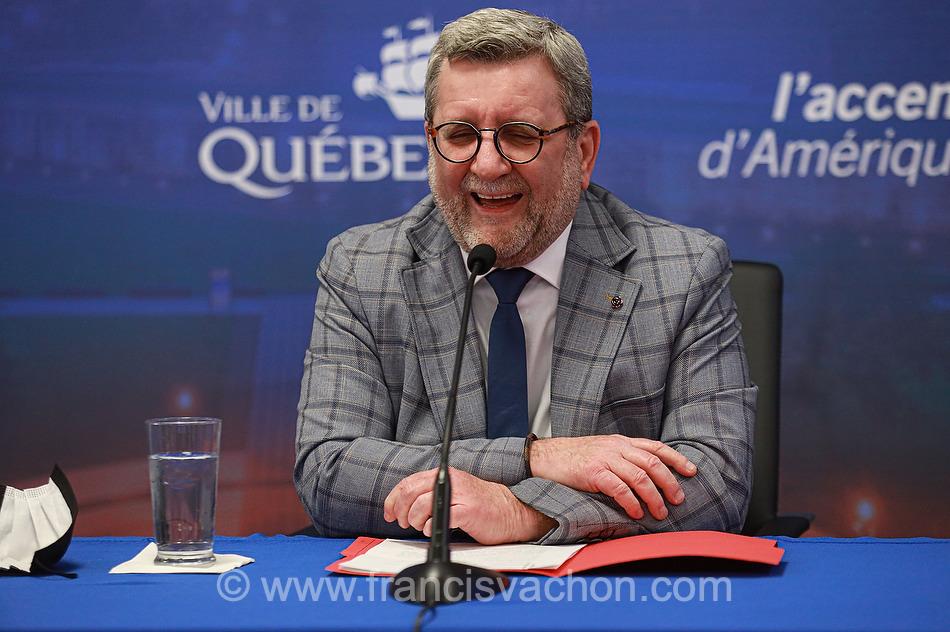 Regis Labeaume annonce qu'il ne se representera pas a la mairie de Quebec lors d'une conference de presse a Quebec le 5 mai 2021. Photo Francis Vachon pour Le Devoir.