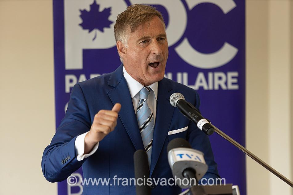 Maxime Bernier, chef du PPC, s'adresse aux médias lors du lancement de sa campagne électoral à l'hôtel Georgesville de St-George de Beauce la 20 août 2021.